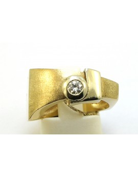 Pierścionek złoty z brylantem 0.14ct. H/VS masa 7.450g. 585 z certyfikatem.