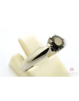 Pierścionek z białego złota z brylantem 0.77ct. CZARNY 3.150g. 585 z certyfikatem kolekcja pieprz i sól