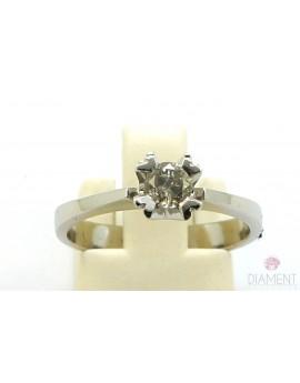 Pierścionek z białego złota z brylantem 0.35ct. M/P2 2.750g. 585 z certyfikatem kolekcja pieprz i sól