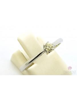 Pierścionek z białego złota z brylantem 0.18ct. Y/VS 2.200g. 585 z certyfikatem kolekcja pieprz i sól