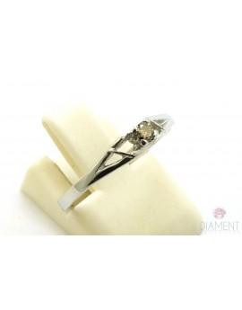 Pierścionek z białego złota z brylantem 0.06ct. B/SI  1.750g. 585 z certyfikatem kolekcja pieprz i sól