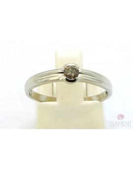 Pierścionek z białego złota z brylantem 0.15ct. B/SI2  1.950g. 585 z certyfikatem kolekcja pieprz i sól