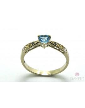 Pierścionek z białego złota z topazem serce i brylantami 0.17ct. barwa fantazyjna masa 2.250g. 585 z certyfikatem.