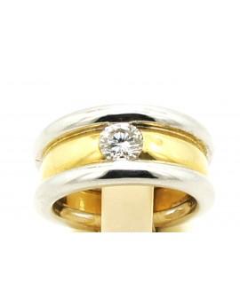 Pierścionek z biało-żółtego złota z brylantem 0.64ct.H/VS z certyfikatem.